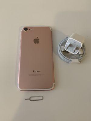 IPhone 7 regular de 32gb liberado for Sale in Visalia, CA