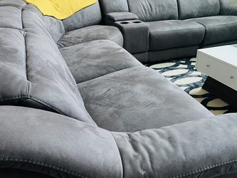 5 Sectional Reclining Sectional for Sale in Hutto,  TX