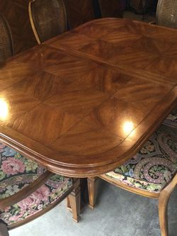 Wood Dinning Table And Chairs for Sale in Olympia,  WA