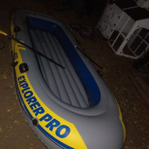 Inflatable Full Size 4 Person 750 Lb Flotation Raft With Two Paddles Only Used Once Holds Air With No Leaks for Sale in San Antonio, TX