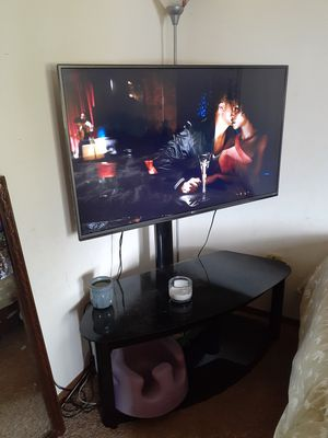 Lg 4k smart tv with stand for Sale in Grand Junction, CO