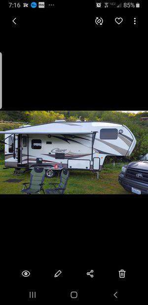 2015 cougar 244rlswe half ton 4 season 5th wheel rv 27.5 loa for Sale in Lynnwood, WA