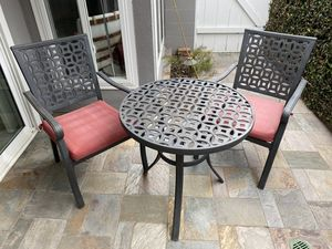 Free patio set: metal table & 2 chairs for Sale in Long Beach, CA