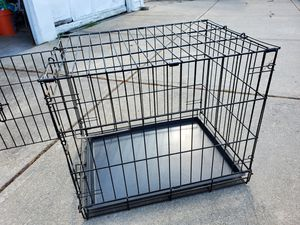 Medium sized dog crate for Sale in Strongsville, OH