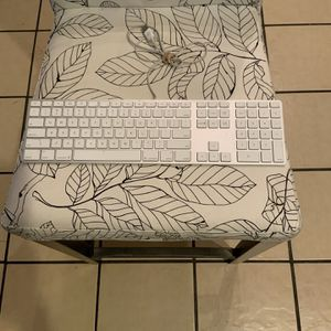 APPLE KEYBOARD for Sale in Chicago, IL