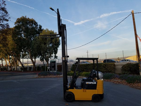 Caterpillar forklift 3000 pound capacity 2 stage side shift
