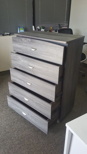 5-Chest Drawer, Distressed Grey for Sale in Garden Grove, CA