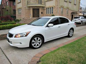 White Honda Accord EXL 2010 Wheels Good for Sale in Memphis, TN