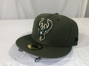 Milwaukee Bucks New Era 59Fifty Fitted Cap Size 7 Hunter Green New for Sale in Winneconne, WI