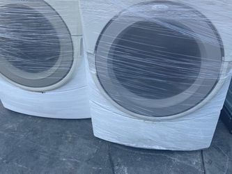 WHIRLPOOL SET WASHER AND GAS DRYER FRONT LOAD for Sale in La Habra,  CA