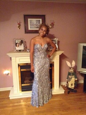 Silver sequin and beaded dress. Size 6 worn once for Sale in Clementon, NJ
