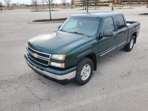 2007 CHEVY SILVERADO CLASSIC 4WD CREW CAB!! EASY FINANCING AVAILABLE!! for Sale in Columbus, OH