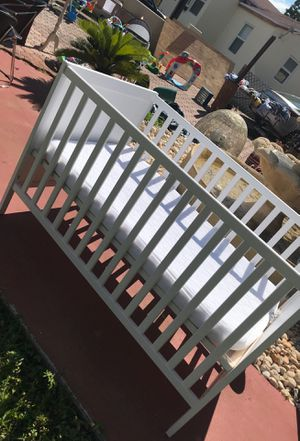 Baby crib for Sale in Miami, FL