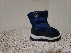 Size 7 snow boots Boy Or girl Toddler for Sale in Riverside, CA