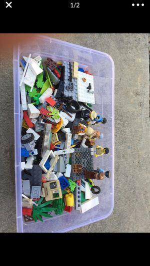 LEGOS. Small lot for 20.00 for Sale in Escalon, CA