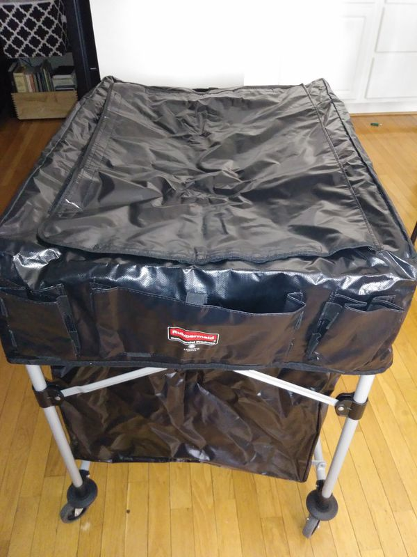 Executive Series Rubbermaid Laundry Cart