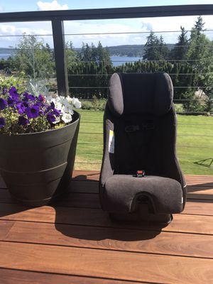 Clek fllo car seat for Sale in Puyallup, WA