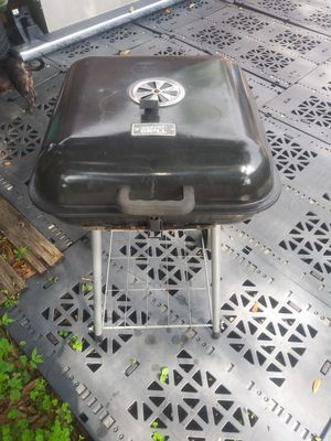 Nice charcoal BBQ Grill for Sale in Orlando, FL