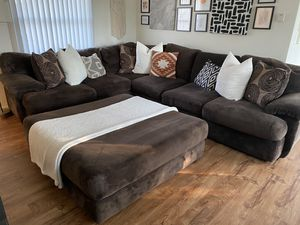 Brown sectional couch and large footrest for Sale in Glendale, CA