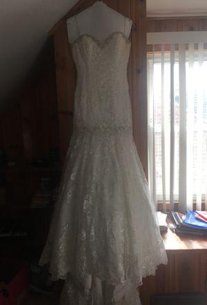 White Wedding dress for Sale in Dearborn, MI