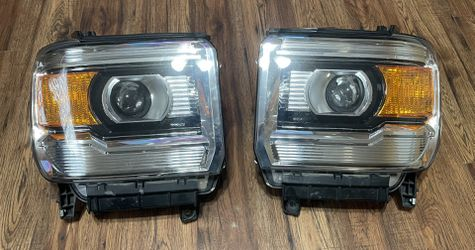 GMC Sierra Headlights for Sale in Kent,  WA