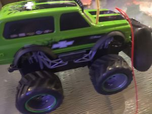 Chevy Blazer green and black remote control car for Sale in Sacramento, CA