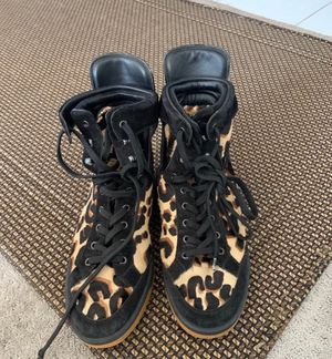 Louis Vuitton Women's High Top Sneaker for Sale in Queens, NY