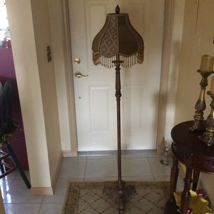 5ft Floor Lamp Win Fabric Lamp Shade And Beaded Tassels for Sale in Lehigh Acres, FL