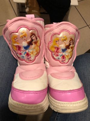 Snow boots for toddler size 7-8 GIRLS , VERY WARM for Sale in Los Angeles, CA