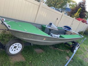 Nice boat for sale 14 ft 19 ft wit trailer for Sale in Streamwood, IL