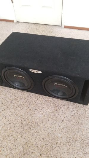 "2 Pioneer Champion Series 10 "" subwoofers in a Ground Shaker duel ported box for Sale in Modesto, CA"