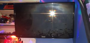 32 inch samsung smart TV with wall mount for Sale in Park City, KS