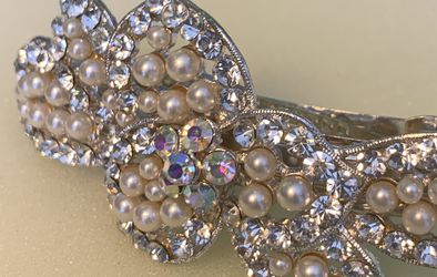 Shiny Silver Pearl Hair Pin for Sale in Bristow,  VA