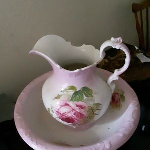 Vintage Pitcher And Wash Bowl for Sale in Covina, CA