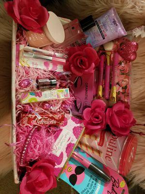 Pretty in pink makeup arrangement for Sale in Corona, CA