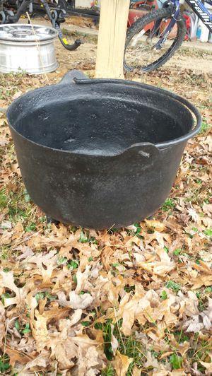 60 lbs Antique Cast Iron Pot for Sale in Fairfax, VA