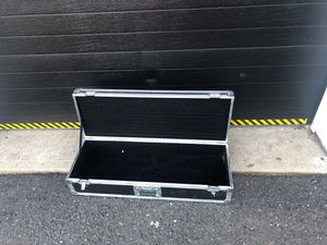 Heavy Duty DJ equipment Box perfect for 2 turn tables phonograph or 2 amps . Clasp work perfect for Sale in Elizabeth, NJ