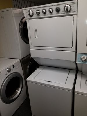 """Whirlpool 27""""wide electric laundry center in exellent condition for Sale in McDonogh, MD"""