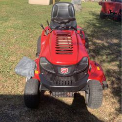 A craftsman T 1600 riding lawn tractor for Sale in Winter Haven,  FL
