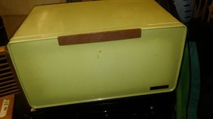 Vintage bread box for Sale in Pineville, LA