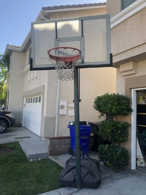 Lifetime adjustable basketball hoop for Sale in Rancho Cucamonga, CA
