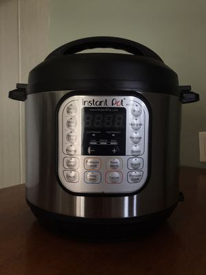 Instant Pot 6 quarts for Sale in Los Angeles, CA