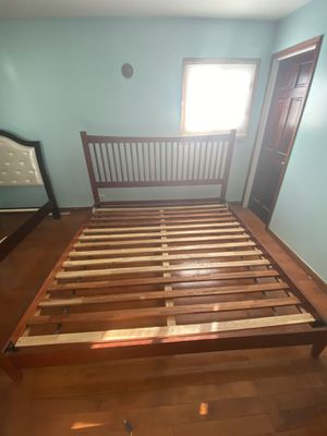King size bed frame for Sale in Glenview, IL