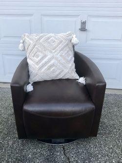 Chocolate Brown Swivel Chair . for Sale in Lynnwood,  WA