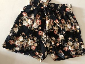 Floral shorts size small for Sale in Pico Rivera, CA