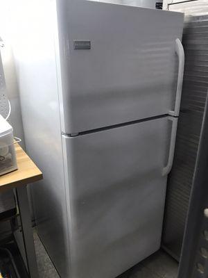 Fridgidaire refrigerator with top freezer for Sale in Vista, CA