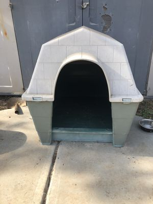 XL dog house see below for Sale in Riverbank, CA