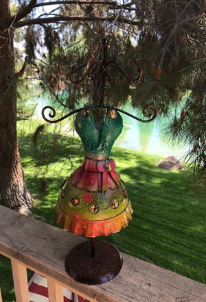Necklace holder for a little girls for Sale in Bakersfield, CA