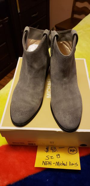 MICHAEL KORS BOOTIES SIZE 8 for Sale in Graham, NC