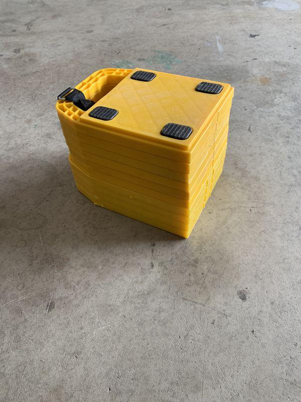 Trailer/RV leveling blocks-jack pads